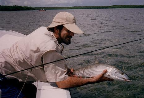 bonefish_fly_fishing-009.jpg (26202 bytes)